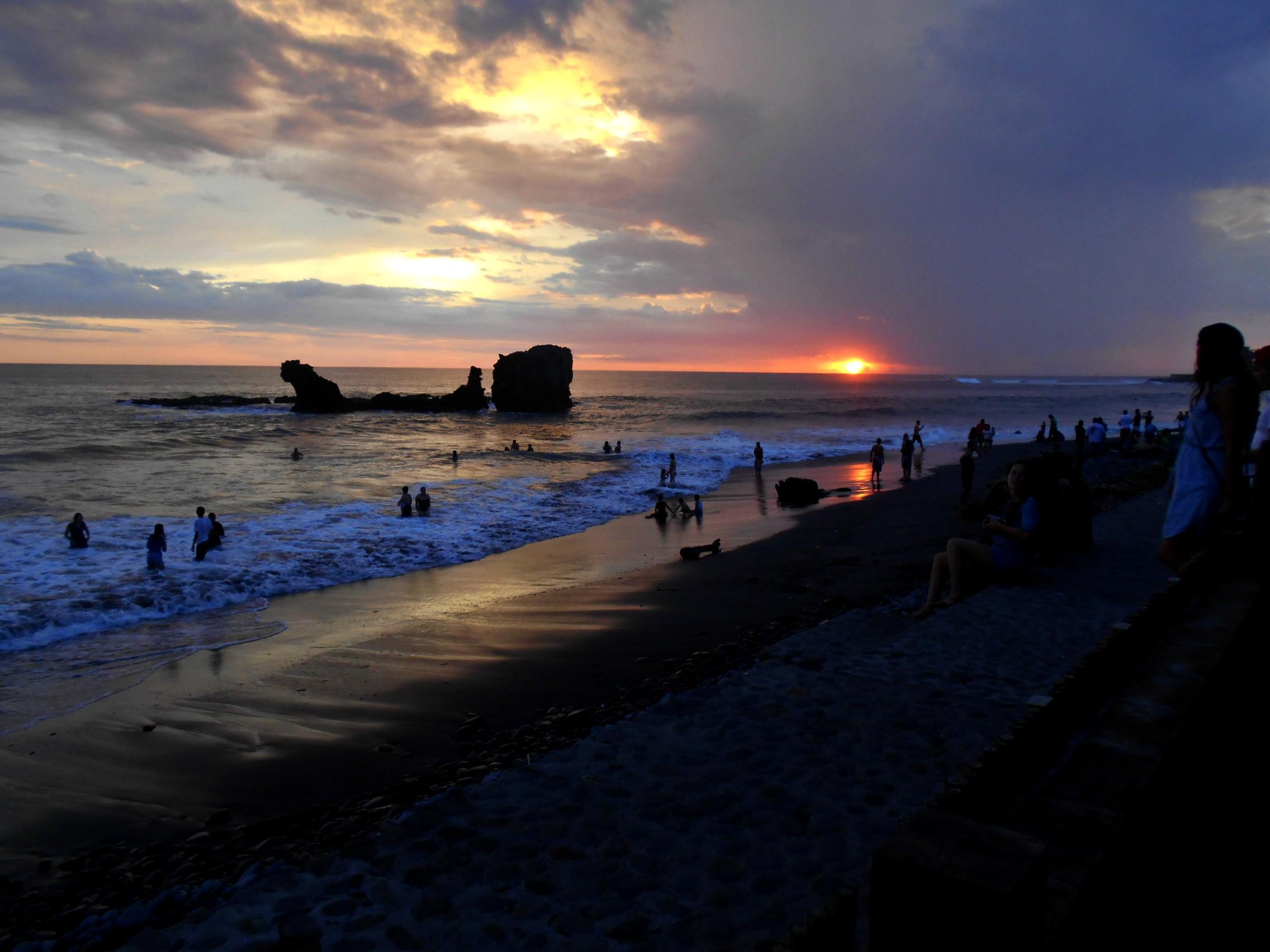 Playa El Tunco - El Salvador